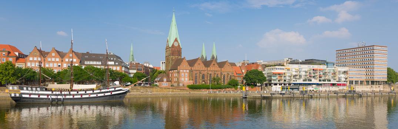 Die Weser mit Blick auf die St. Martini Kirche
