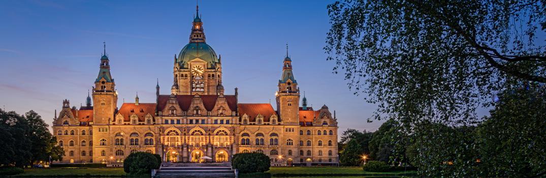 Neues Rathaus in Hannover während der blauen Stunde